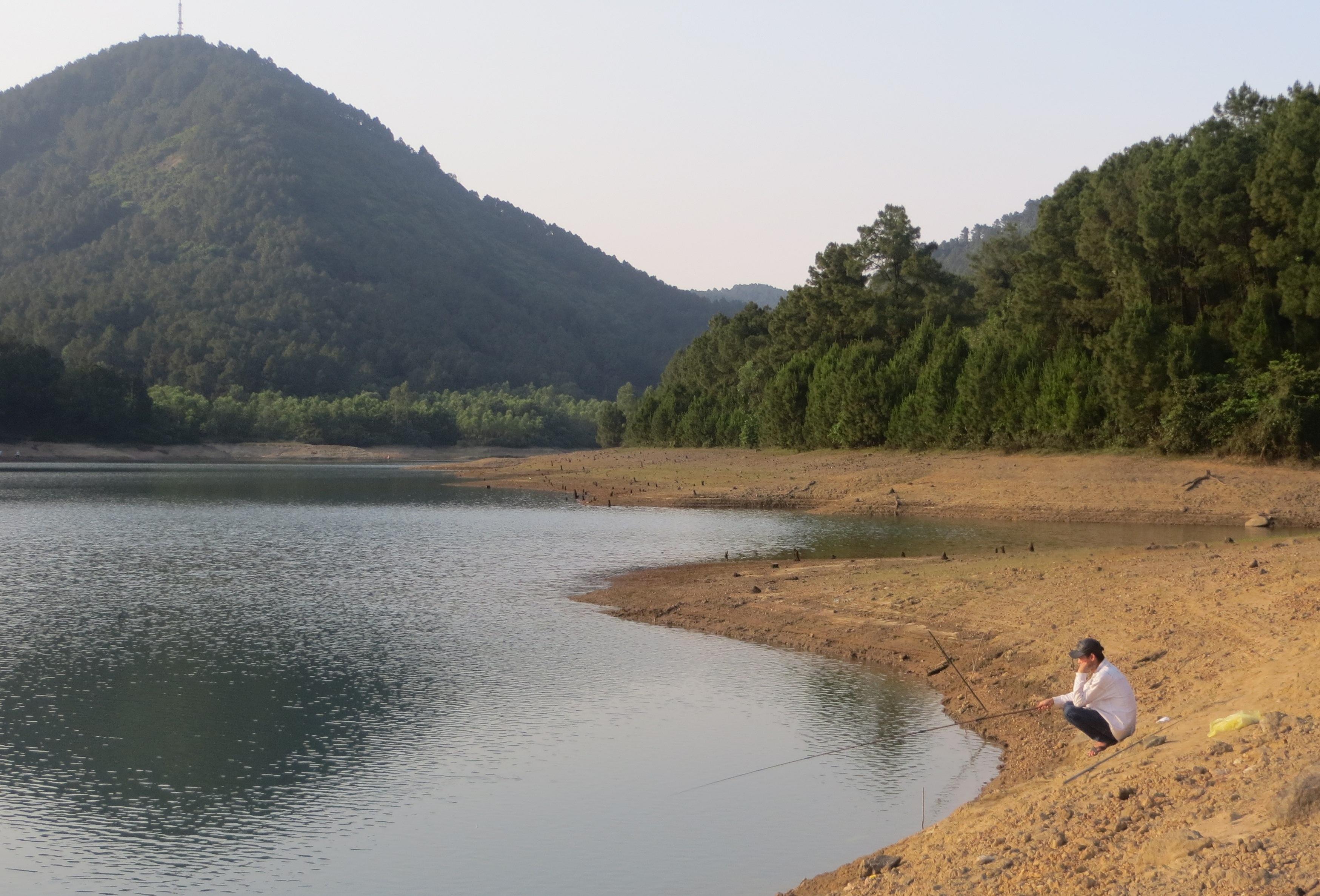 Ghi ở Hồ Tiên ( thơ của Phan Trung Hiếu)