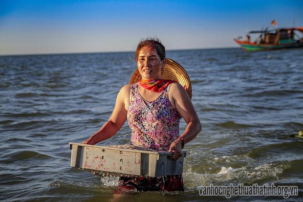 Ngư dân Thạch Kim ra khơi sau cơn bão dữ
