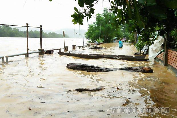 Hương Sơn-Hà Tĩnh: Áp thấp nhiệt đới gây sạt lở đất nghiêm trọng,nhiều tuyến đường bị chia cắt