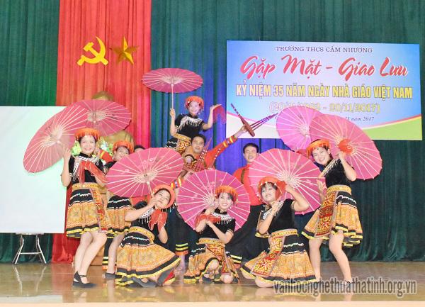 Trường THCS Cẩm Nhượng : Gặp mặt  - Giao lưu kỉ niệm 35 năm ngày nhà giáo Việt Nam