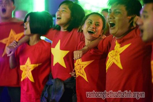 Người dân Hà Tĩnh xuống đường ăn mừng chiến thắng U23 Việt Nam