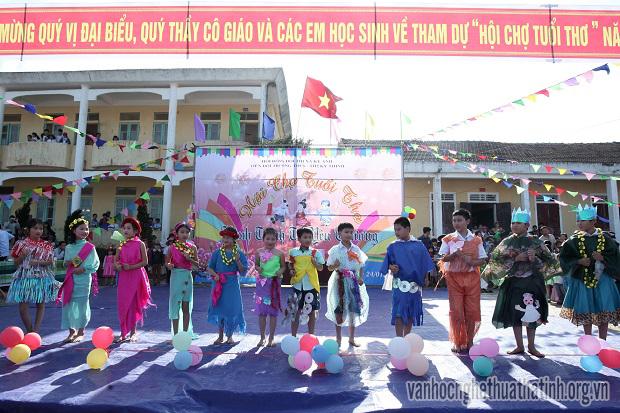 Liên đội trường THCS và Tiểu học 2 Kỳ Thịnh tổ chức thành công Hội chợ tuổi thơ