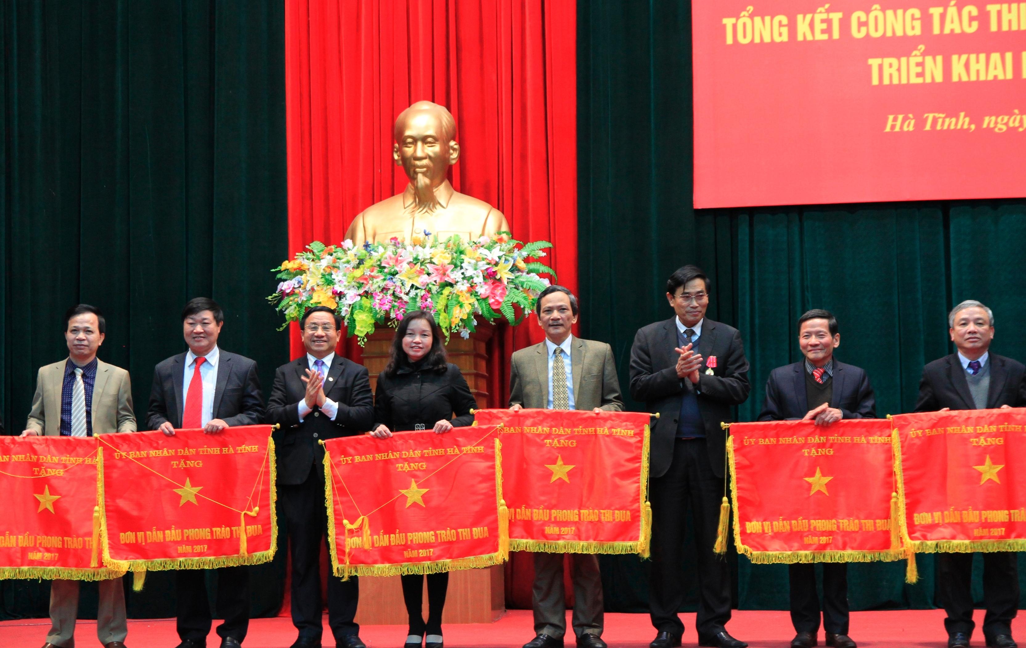 Hà Tĩnh tổng kết công tác thi đua khen thưởng năm 2017