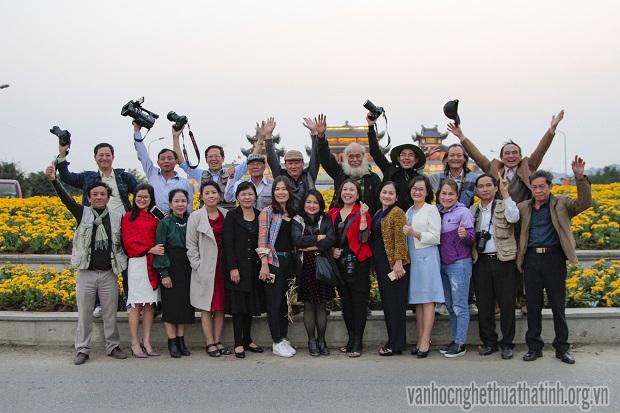 Văn nghệ sĩ Hà Tĩnh tham quan sáng tác tại Ninh Bình