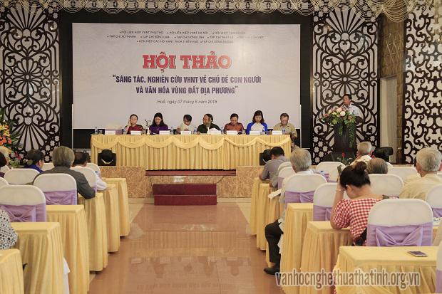 """Hội thảo """"Sáng tác, nghiên cứu văn học nghệ thuật (VHNT) về chủ đề con người, văn hóa vùng đất địa phương""""."""