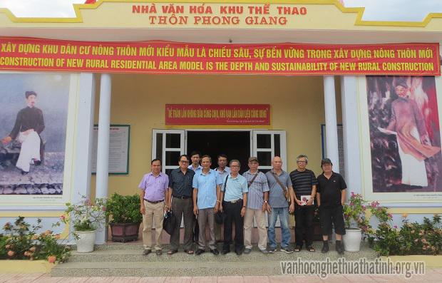 Chi hội Nhà văn Việt Nam tỉnh Hà Tĩnh đi thực tế về Nông thôn mới