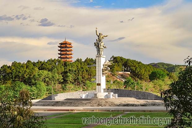 Có một tượng đài Đồng Lộc trong thơ
