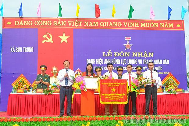 Xã Sơn Trung vinh dự đón nhận danh hiệu đơn vị Anh hùng LLVTND