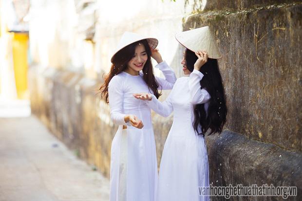 Duyên dáng tà áo dài Việt Nam