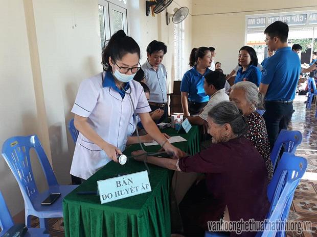 Khám bệnh, cấp thuốc miễn phí tại phường Nguyễn Du