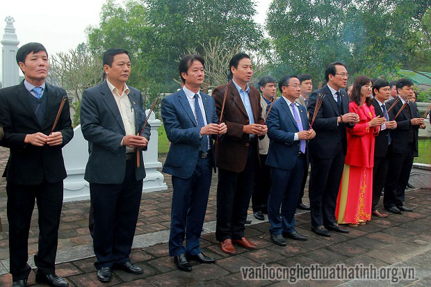 Lãnh đạo tỉnh dâng hương tưởng niệm Uy viễn Tướng công Nguyễn Công Trứ