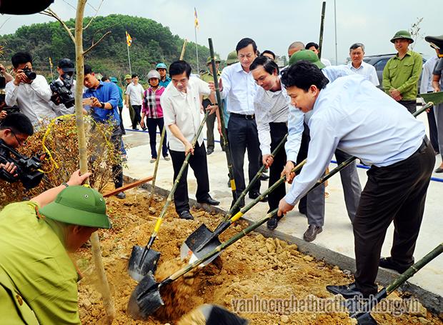 Hương Sơn: Sôi nổi tết trồng cây nhớ ơn Bác Hồ