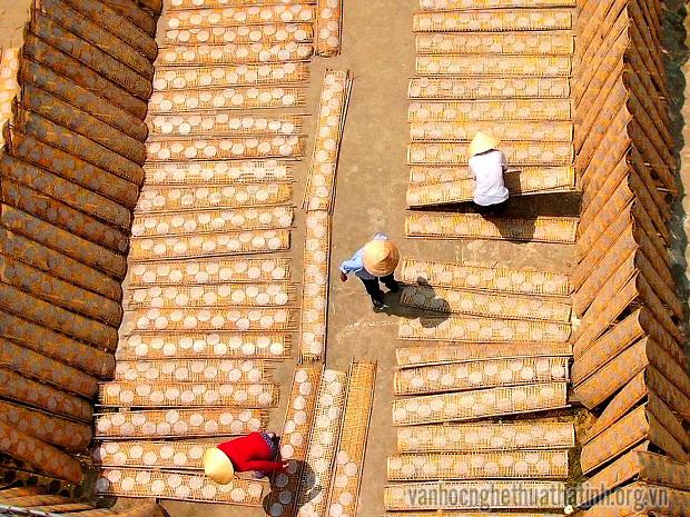 Sản xuất bánh đa bằng máy tại phố núi Hương Sơn