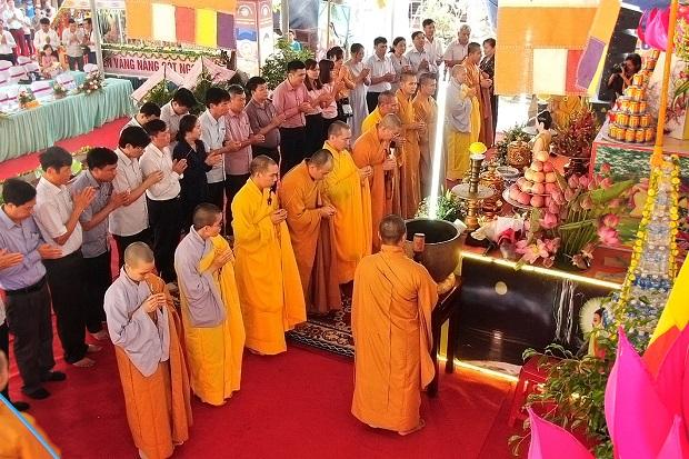 Mùa lễ Phật đản tại chùa Nhiễu Long