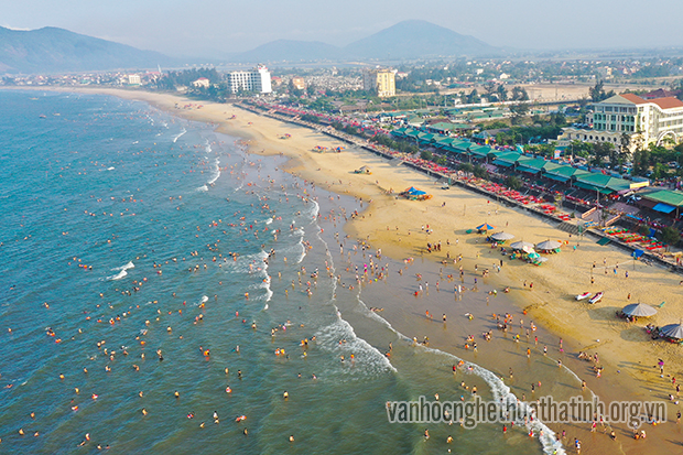 Bãi tắm Thiên Cầm, mùa du lịch biển