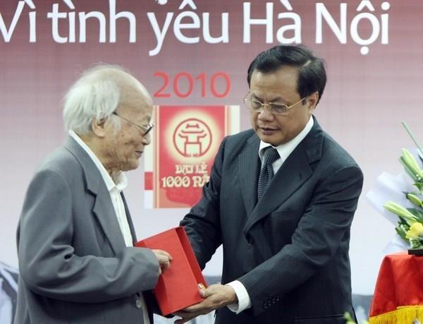 Nhà văn Tô Hoài - Cây đại thụ văn chương, một đời cần cù đi và viết