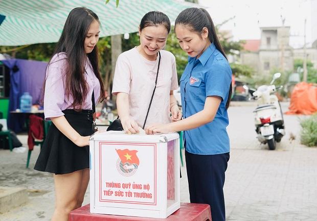 Tuổi trẻ Trần Phú rửa xe gây quỹ ủng hộ Tiếp sức tới trường