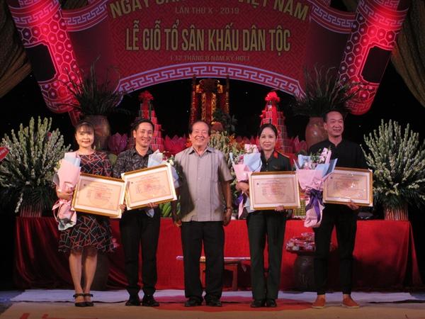 Tôn vinh các nghệ sỹ nhân Ngày Sân khấu Việt Nam lần thứ 10