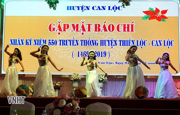 Can Lộc gặp mặt giao lưu với giới báo chí