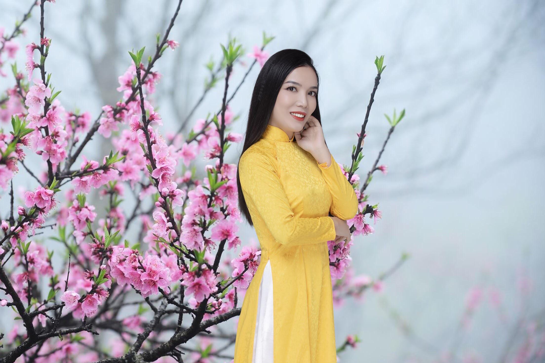 Nghệ sỹ Ưu tú Nguyễn Thị Cẩm