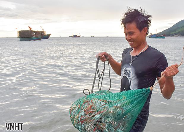 Mùa ghẹ biển tại xã Cẩm Lộc