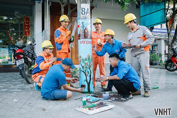 Cột điện nở hoa trên tuyến đường Trần Phú  Thị trấn Hương Khê