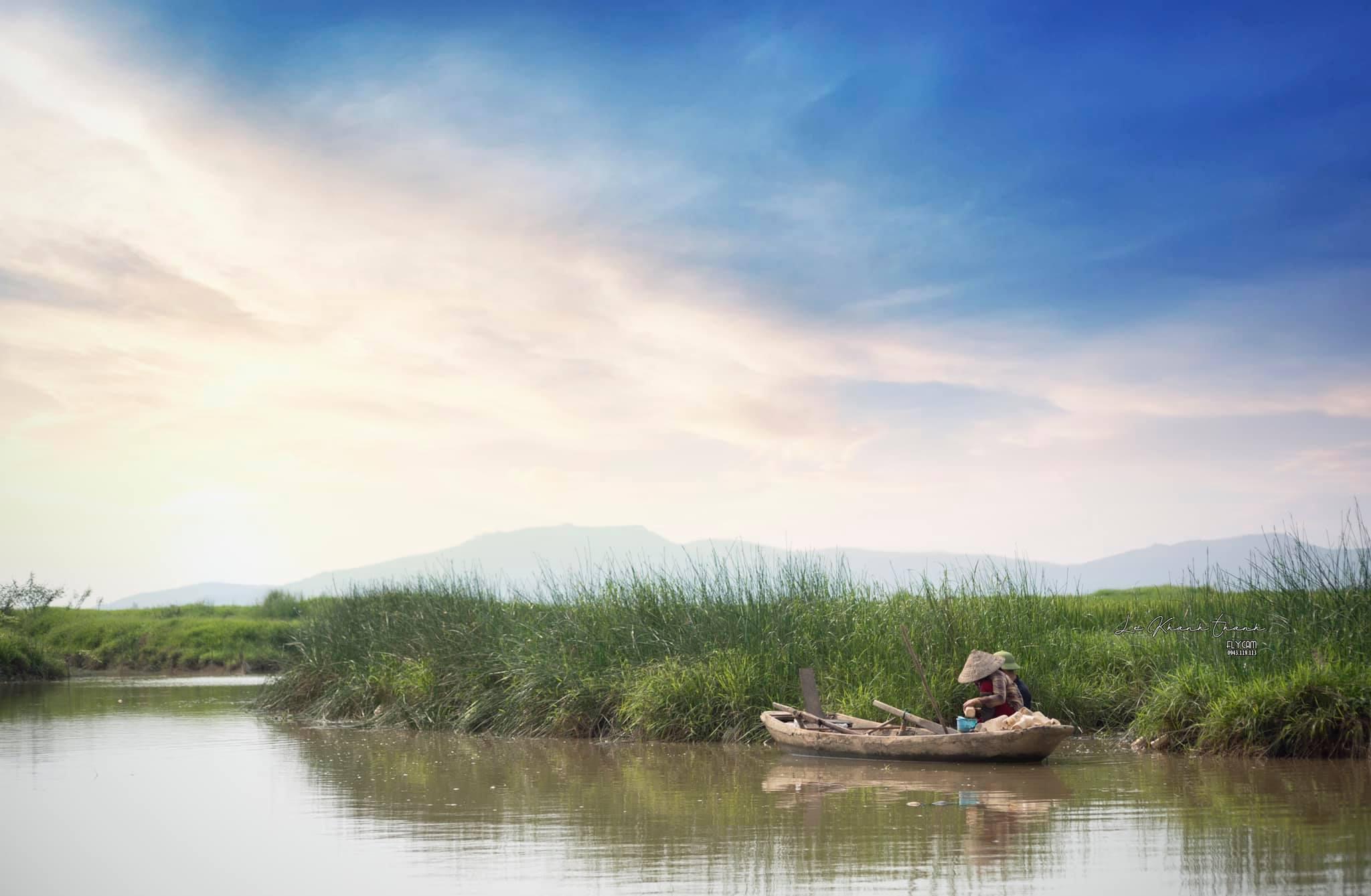 Tản văn  MÙA TÔM ĐẤT của Nguyễn Hòe