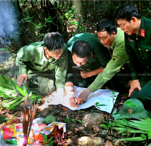 Tìm đồng đội - Ảnh: Huỳnh Nam